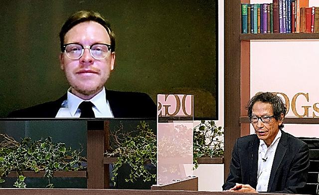 姜尚中さん(右)とマルクス・ガブリエルさん
