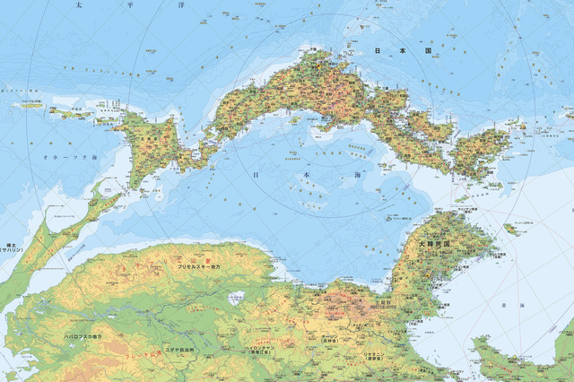 日本地図の天地をひっくり返すと、日本海を中心に陸地が取り巻いているように見える。地図は、富山県が作成した環日本海・東アジア諸国図(通称:逆さ地図)の一部を転載したもの