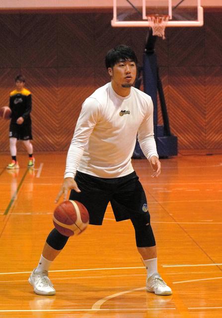 B2香川で練習を積む石野渉生=高松市