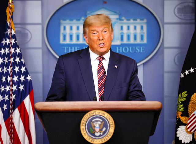 5日、米ホワイトハウスで語るトランプ大統領=ロイター。トランプ氏は今回の大統領選挙を「不正だ」などと批判し続けている