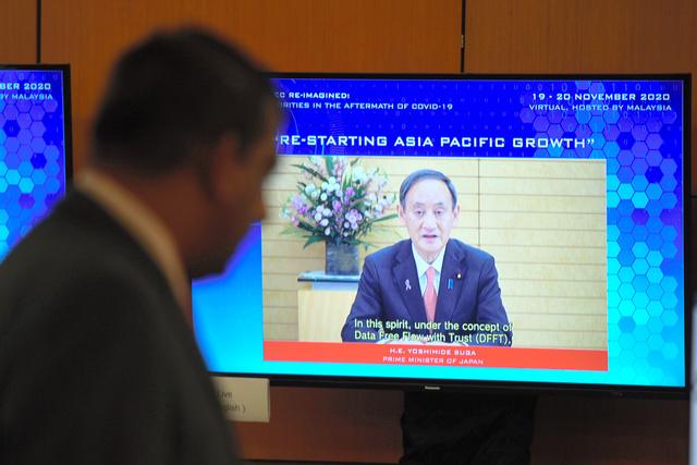 APEC首脳会議に先立って20日に開かれた関連会合に、菅義偉首相がビデオメッセージを寄せた=AP