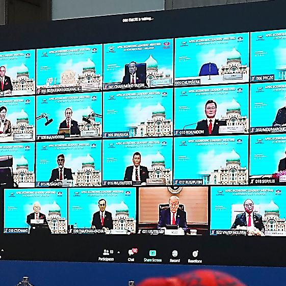 オンライン形式で20日に開かれたAPECの首脳会議。出席者がモニターに映し出された=AP