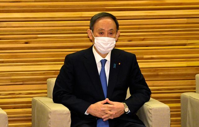 閣議に臨む菅義偉首相=2020年11月24日午前8時22分、首相官邸、恵原弘太郎撮影