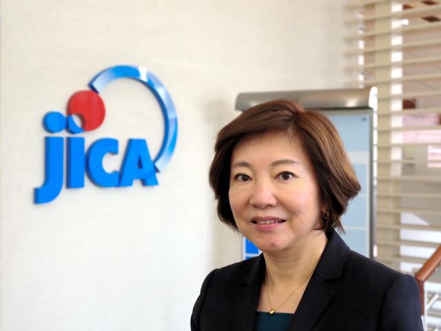 宮崎桂・JICAガバナンス・平和構築部長。女性で初めてJICAタイ事務所長を9月まで務めていた=2020年11月17日、東京都千代田区、吉岡桂子撮影
