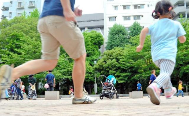 高橋記者と娘。昨夏の撮影時と変わらず、今も走ることが大好きという(画像の一部を加工しています)