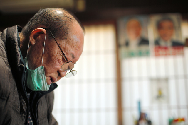震災10年を苦悶の表情で振り返る三瓶宝次さん=2020年12月、福島県浪江町津島地区、三浦英之撮影