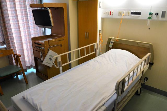 新型コロナウイルス患者を受け入れる大阪市立総合医療センターの病室=2020年1月24日撮影、大阪市都島区