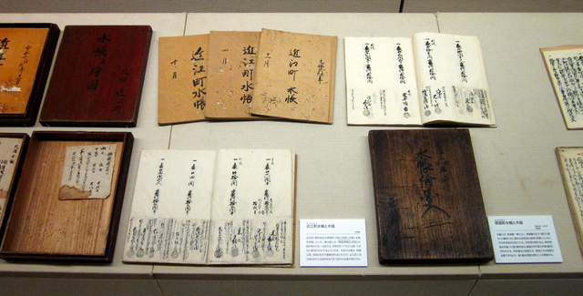 びっしりと文言が書き込まれた水帳。近世を生きた都市住民の記憶だ=大阪歴史博物館