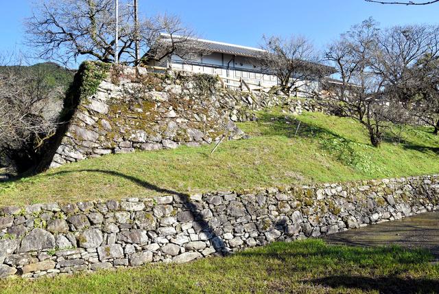 堀と石垣を備えているが、城とはみなされていなかった秋月陣屋=福岡県朝倉市