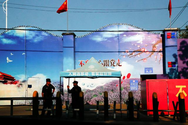 中国政府が「職業訓練施設」とする新疆ウイグル自治区の施設=ロイター
