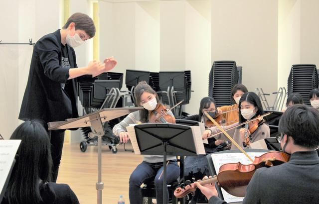 「群青」を練習する東京音楽大学の学生たち=2021年3月4日、東京都目黒区上目黒、氏岡真弓撮影