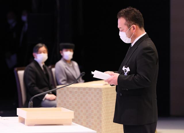 東日本大震災十周年追悼式で言葉を述べる、福島県の遺族代表の斎藤誠さん=2021年3月11日午後3時30分、東京都千代田区の国立劇場、嶋田達也撮影
