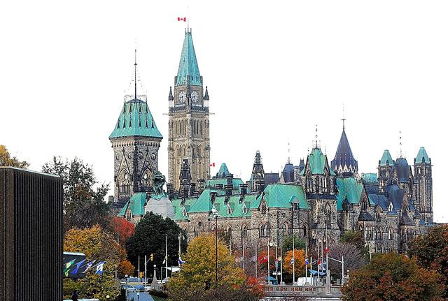 カナダ連邦議会でひときわ高い平和の塔=ロイター