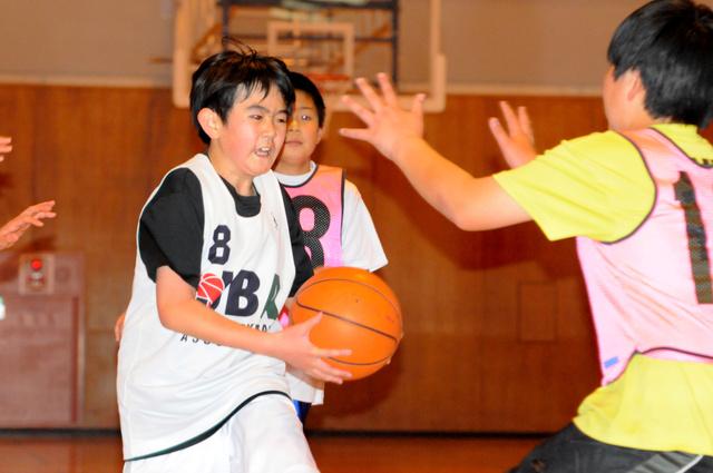 10日に、2カ月ぶりに練習を再開した高坂ミニバスケットボールクラブ