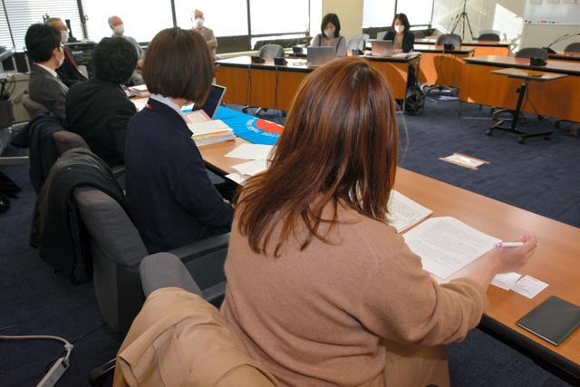 判決について会見する女性や弁護士ら=2021年3月24日午後4時12分、東京・霞が関の厚生労働省