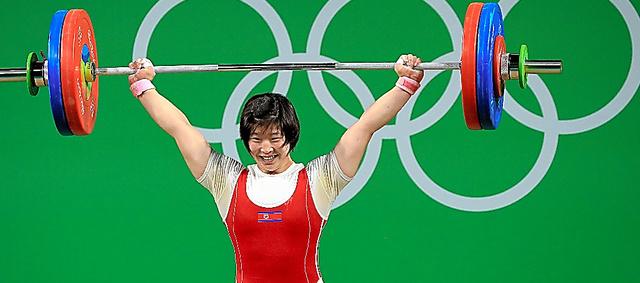 リオデジャネイロ五輪重量挙げ女子75キロ級で優勝した北朝鮮のリム・ジョンシム