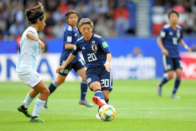 2019年のサッカー女子ワールドカップに出場した横山久美選手(中央)