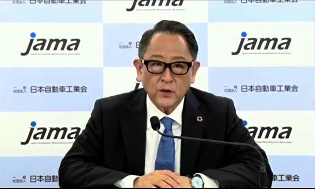 記者会見する日本自動車工業会の豊田章男会長=記者会見のオンライン配信画面から