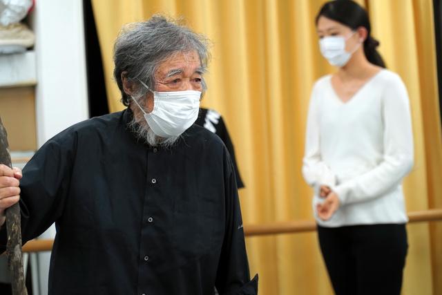 85歳でシェークスピア作品の大役プロスペローを演じる天野鎮雄=名古屋市東区