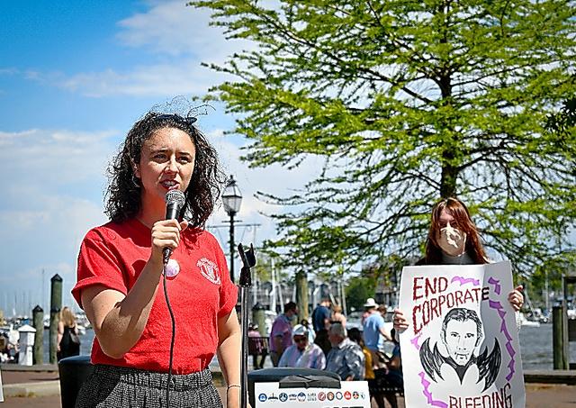 リストラに抗議するキャピタル・ガゼット紙の記者たち=5月、メリーランド州、同紙労組提供