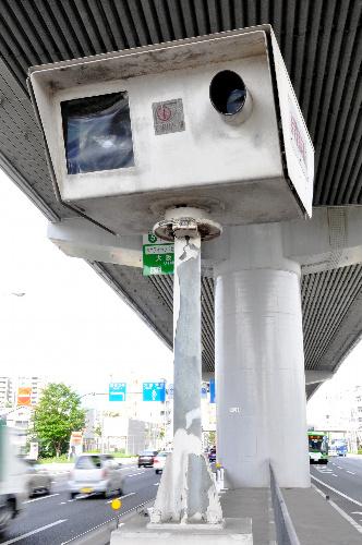 写真:故障したまま放置されている「オービス」=神戸市内、太田写す