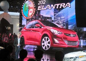 写真:北米国際自動車ショーで、現代自動車のエラントラについて話す米国法人のジョン・クラフシックCEO