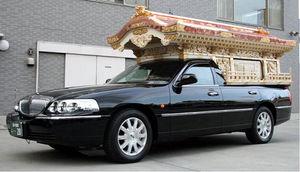 写真:宮型霊柩車=東礼自動車提供