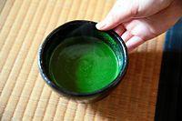 15)京都の宇治茶:お茶席体験でいただく濃茶(こいちゃ)。色鮮やかで甘く、ポタージュのような舌ざわり。苦みはほとんどない=京都府宇治市の中村藤吉本店、山本正樹撮影