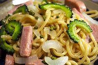 18)有田川ぶどう山椒:ゴーヤとポークの焼きそば。山椒の風味に負けない太麺で