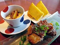 23)京都・鹿ケ谷カボチャ:(手前から時計回りに)鹿ケ谷カボチャのフリット、スープ、パン