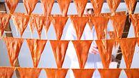 45)能登半島のくちこ:ひも状のナマコの卵巣を縄につり下げると逆三角形になる。これを乾かすと「くちこ」ができる=石川県七尾市
