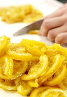 89)生口島のレモン:ハチミツに漬けたレモンを刻む。種以外の全てを使い、ケーキの生地に混ぜ込む=兵庫県西宮市