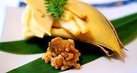 91)湯浅の金山寺味噌:焼きタケノコに添えられた金山寺味噌。独特の甘さが若いタケノコの味を引き立てる=和歌山市のあおい茶寮
