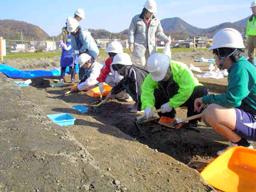 写真:発掘が進む讃岐国府跡の推定地