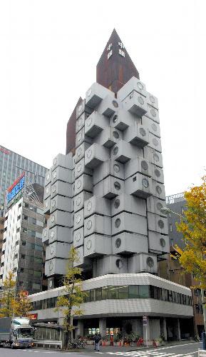 写真:黒川紀章設計「中銀カプセルタワービル」(1972年)