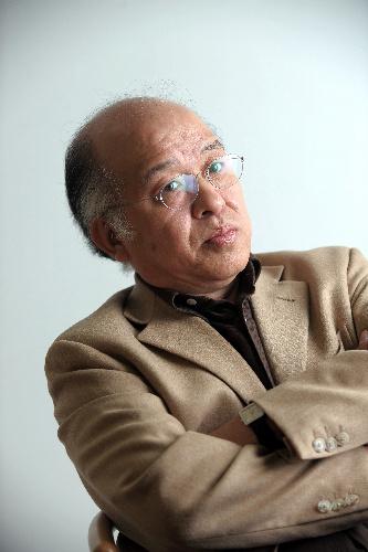 写真:浅田次郎さん=門間新弥撮影