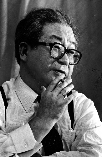 写真:小松左京さん=1988年撮影
