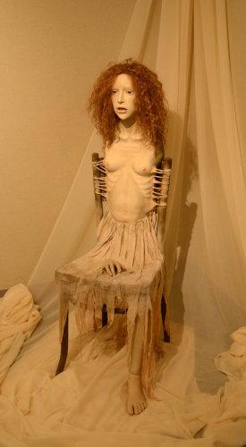 写真:ポーランドの画家・ベクシンスキの作品にインスパイアされた吉田良「果てのない待機」(2011)