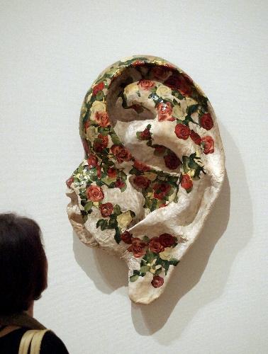 写真:三木富雄「バラの耳」(1962年、大阪市立近代美術館建設準備室蔵)