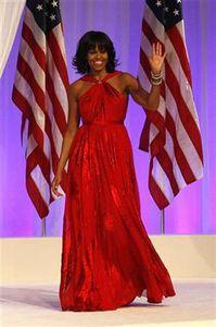 :1月21日、オバマ米大統領の就任祝賀舞踏会で、ミシェル夫人は前回に続き台湾出身のジェイソン・ウー氏がデザインしたドレスを着用した(2013年 ロイター/Rick Wilking)