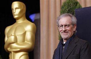 :1月15日、米経済誌フォーブスがまとめた最新版の「米国で最も影響力ある有名人」ランキングは、映画監督のスティーブン・スピルバーグが1位となった。昨年2月のアカデミー賞授賞式で撮影(2014年 ロイター/Mario Anzuoni)