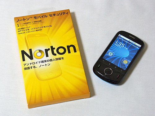 写真:画像1:ノートン・モバイルセキュリティのパッケージ(左)。パソコン用のものよりかなり小さい