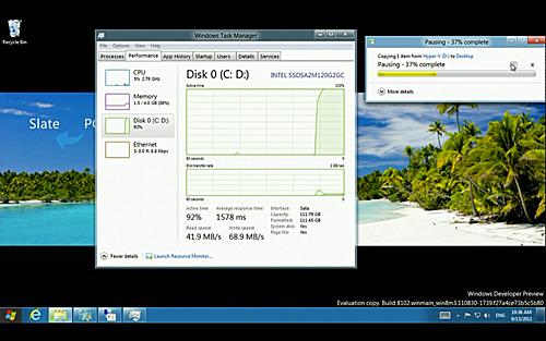 写真:画像4:「ウィンドウズ7的」な操作画面は、ウィンドウズ8でも健在。オフィスソフトや画像編集など、パソコンらしい作業をする時にはこちらを使うことになるだろう