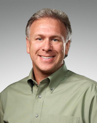 写真:米アップル上級副社長で製品開発責任者のフィル・シラー氏