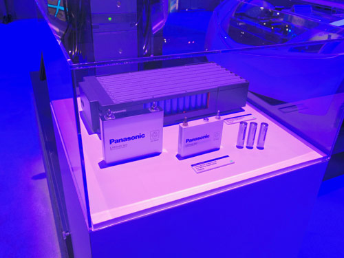 写真:画像5:パナソニックは、リチウムイオン電池を使った蓄電技術など「エネルギーの効率利用」に関する技術を積極展示。震災以降に日本で注目された可能性を世界に広げよう、と検討している(撮影:西田宗千佳)
