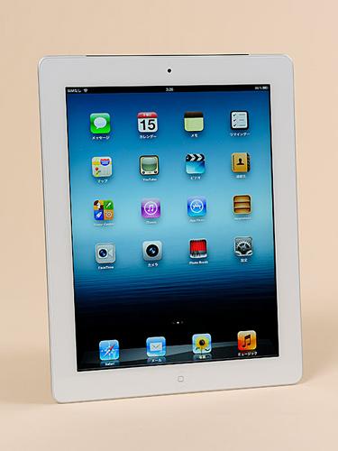 写真:写真1:新iPad(第三世代iPad)。白と黒の2カラーがある(写真は白モデル)。デザイン・サイズはiPad2とほとんど変わっていない(撮影:中村宏)
