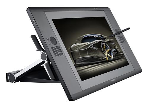 写真:画像5:ワコムのペンタブレット内蔵の24.1型ワイド液晶ディスプレー「Cintiq 24HD」(店頭価格約25万円)。ペン専用で、タッチ操作には非対応。1920×1200ドットの画面は、通常の垂直から、水平に近い角度にまで角度を自在に変えられるので、楽な姿勢で作業ができる。1600×1200ドットの21.3型モデルCintiq 21UX(店頭価格約21万5000円)、1280×800ドットの12.1型モデルCintiq 12WX(店頭価格約10万円)もある