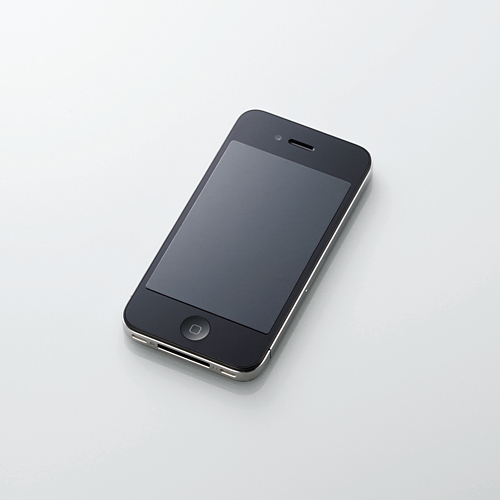 写真:画像5:エレコムの「iPhone4/4S用のぞき見防止フィルム PS—A11PF」(店頭価格約1400円)。他社のスマートフォン対応製品も出ている。同社は覗き見防止以外の機能があるシートも多数発売している