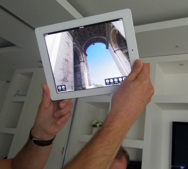 写真:画像5:パノラマ写真を楽しむアプリ「TourWrist」(SPARK LABS、無料)。パノラマ写真が作れるのはもちろんだが、世界旅行した感覚で「観られる」のもポイント(撮影:西田宗千佳)