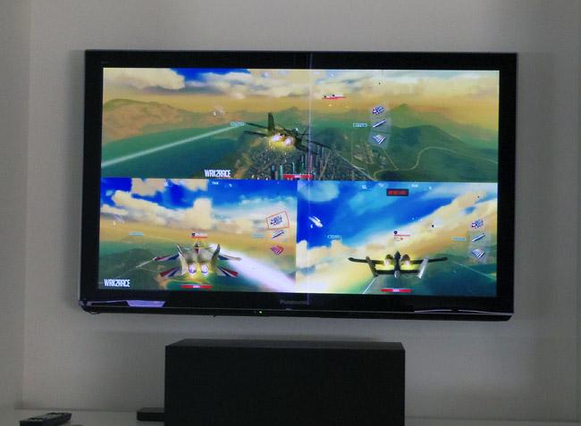 写真:画像2:「Sky Gambler: Air Supremacy」(バンダイナムコゲームス、450円)。すでに公開されているものだが、1、2カ月以内に予定されているアップデートで、AirPlay機能の強化やマルチプレイ対応が行われる予定(撮影:西田宗千佳)